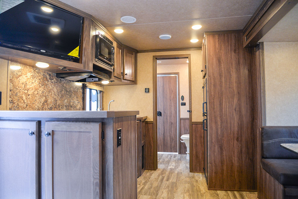 Kitchen with bar in Charger CTH81215SRB | Lakota Trailers