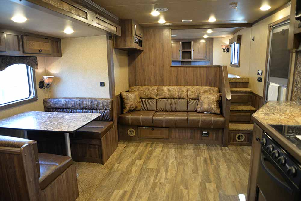 Sofa and dinette C8X15SR | Lakota Trailers