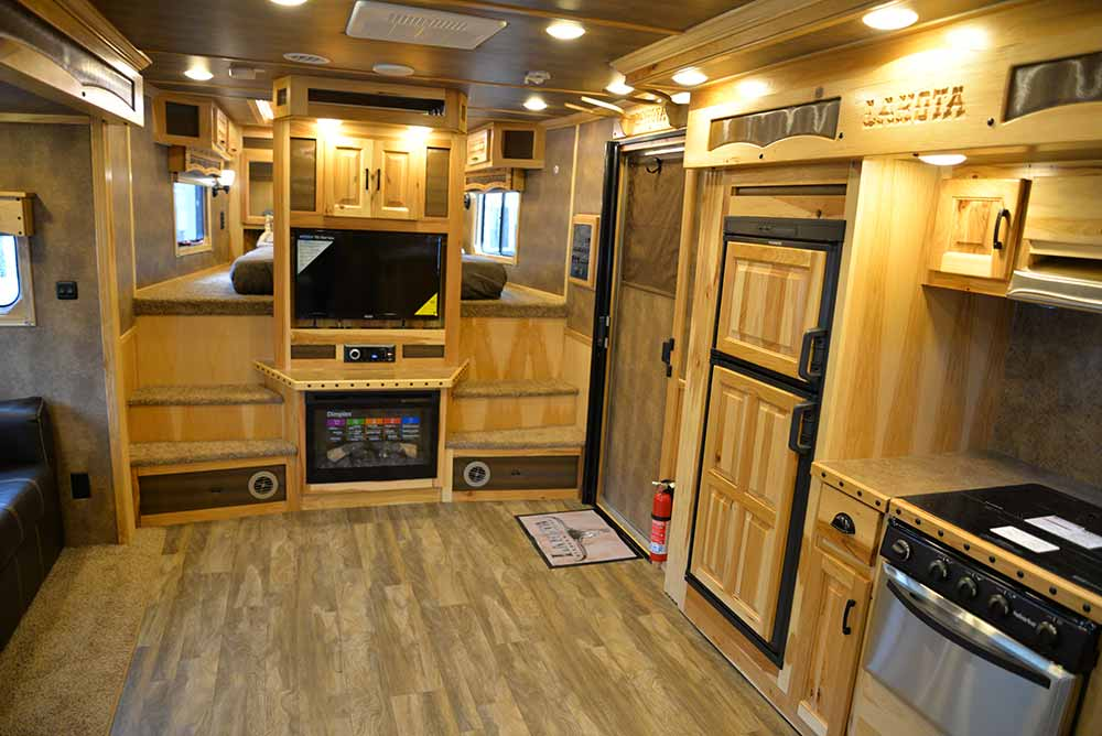 Center entertainement and kitchen in BH8X19T2S Bighorn | Lakota Trailers