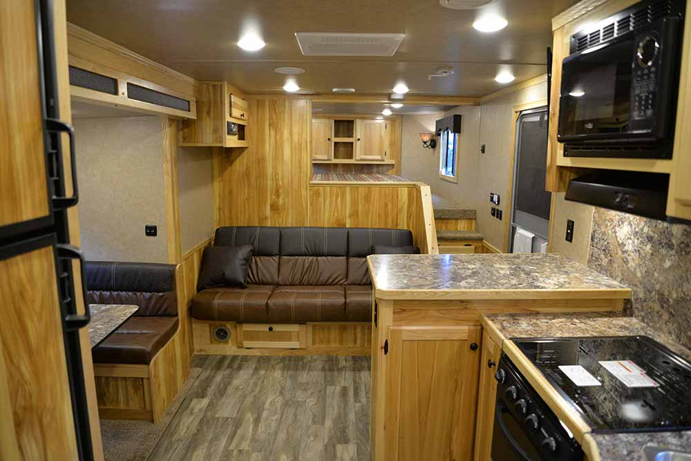 Living space in Charger C8X15SRB | Lakota Trailers