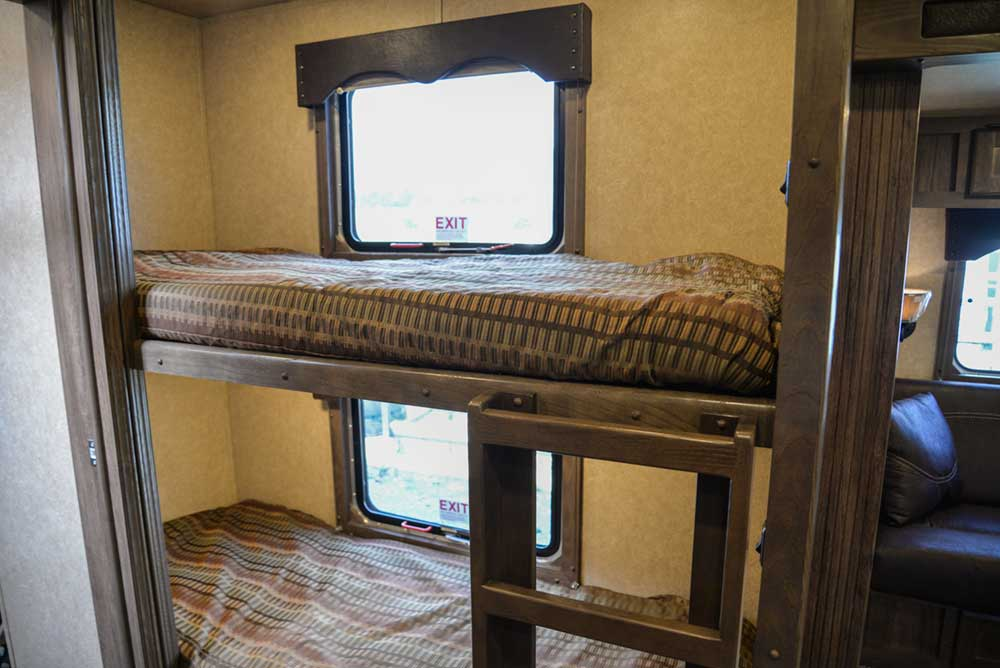 Bunkbeds in Charger C8X16BB |Lakota Trailers