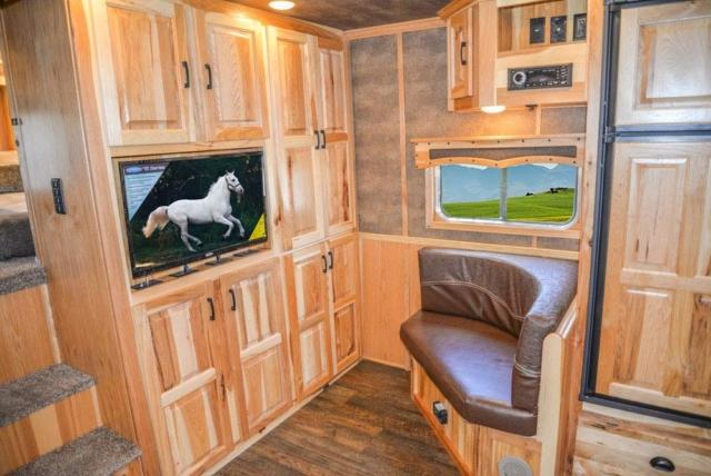 Living Quarters in BH8X16CL Bighorn Edition Horse Trailer   Lakota Trailers