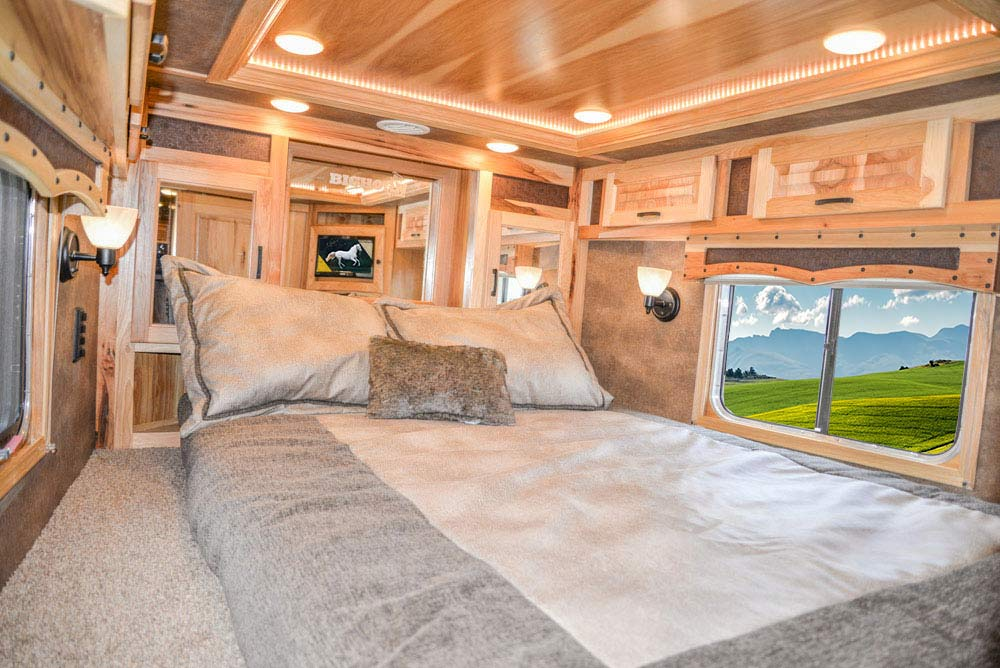 Bed in Gooseneck in BH8X16CL Bighorn Edition Horse Trailer   Lakota Trailers
