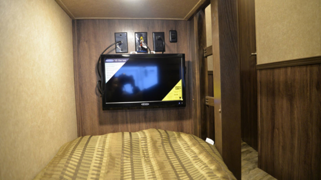 TV in Bunkbed in Charger C8X15BB | Lakota Trailers