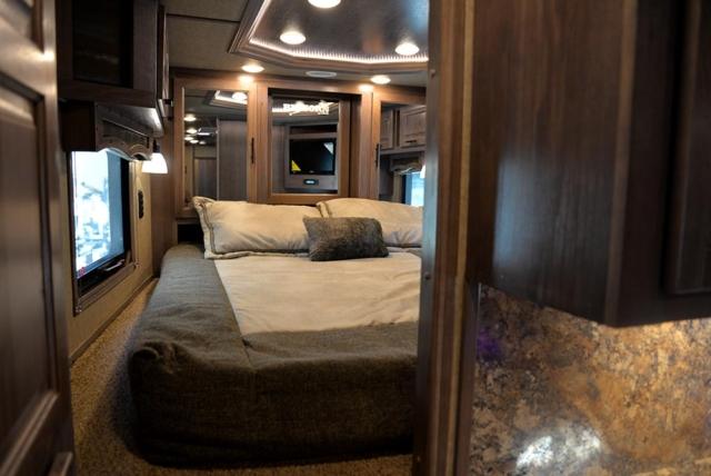Bed in Gooseneck in BH8X15KP | Lakota Trailers