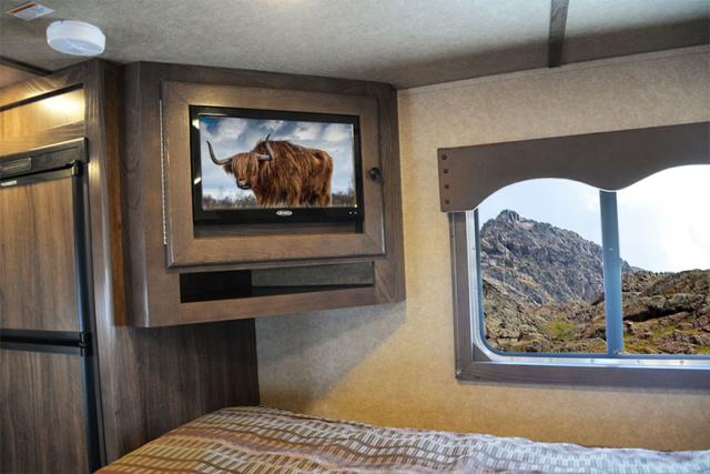 Charger LE8X15BB Livestock Trailer   Lakota Trailers