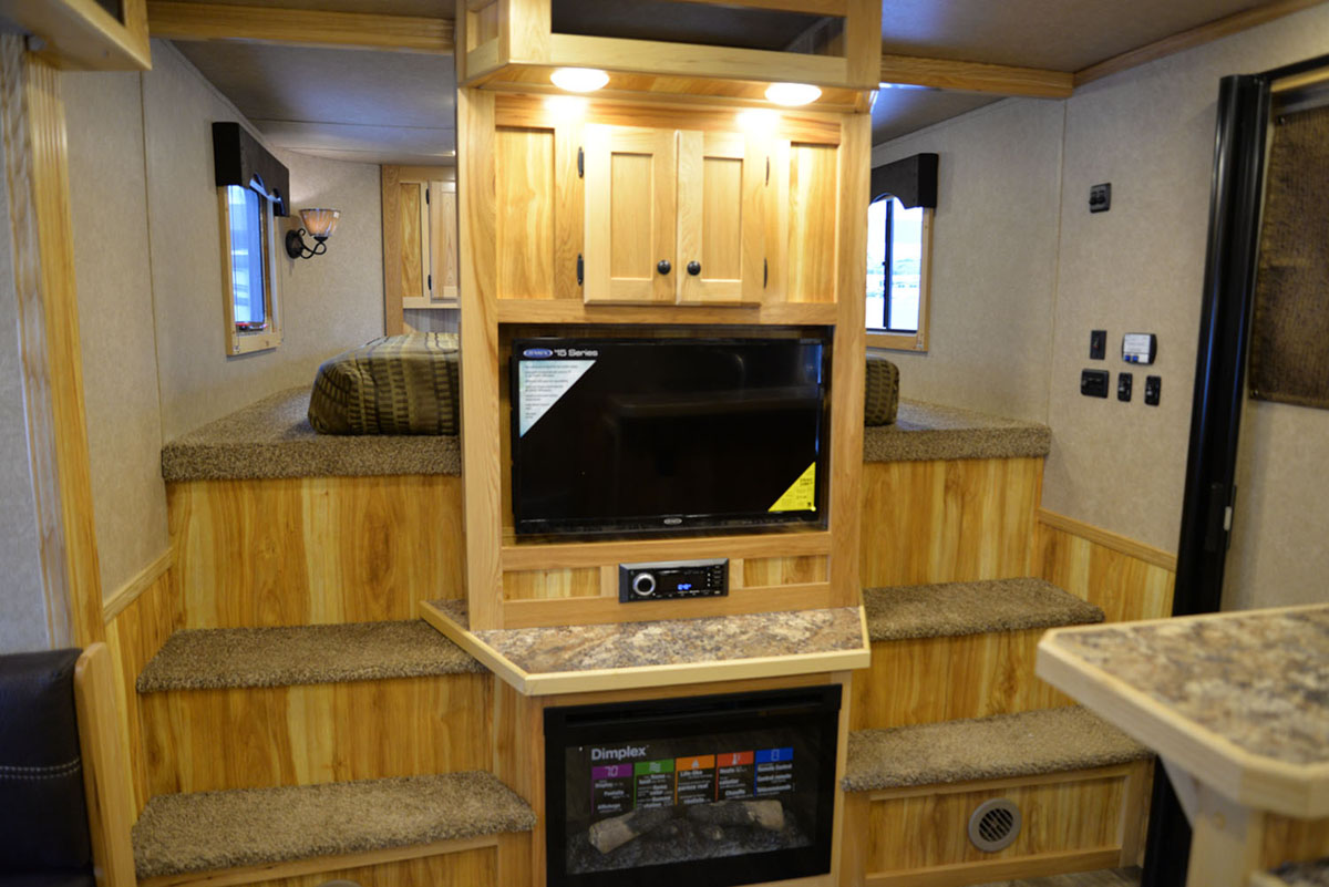 Center Entertainment in LE8X14CE Charger Livestock | Lakota Trailers