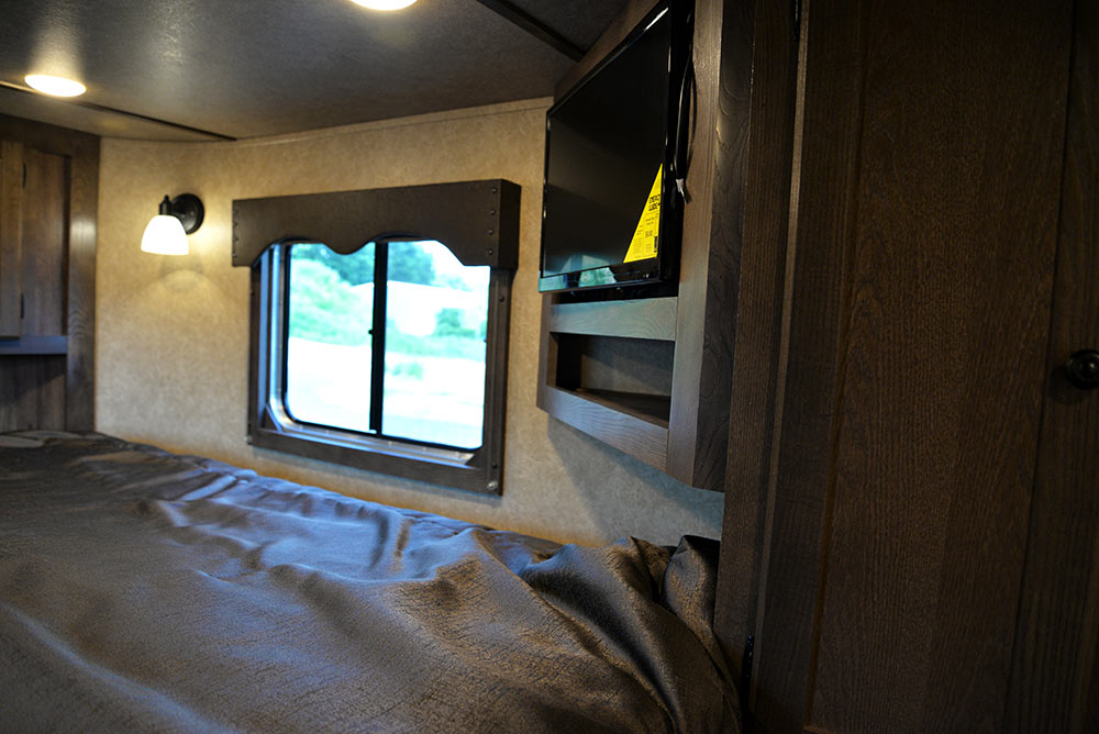 TV in Gooseneck in CX9ST Charger Edition Horse Trailer   Lakota Trailers