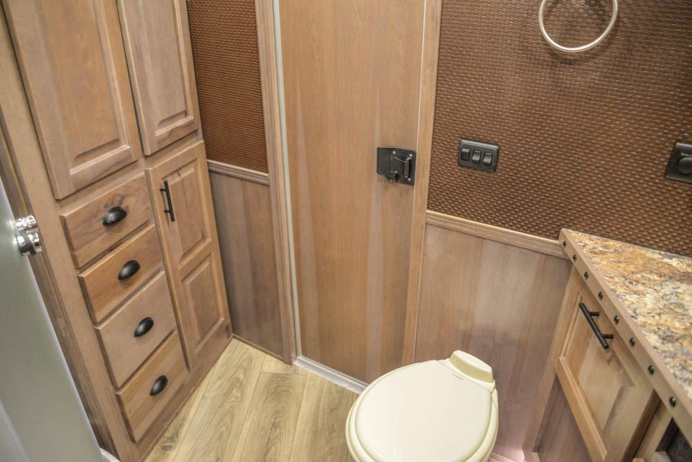 Bathroom in BH8X18MB Bighorn Edition Horse Trailer | Lakota Trailers