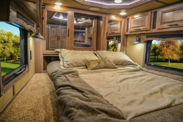 Bed in Gooseneck in BH8X18MB Bighorn Edition Horse Trailer   Lakota Trailers