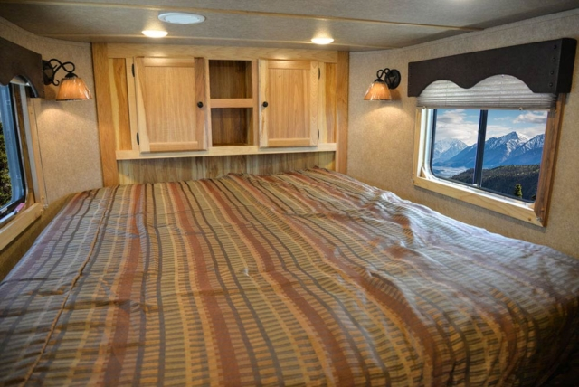 Bed in Gooseneck in CX7 Charger Edition Horse Trailer   Lakota Trailers