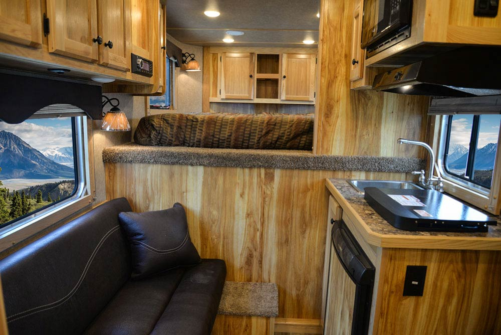 Living Quarters in CX7 Charger Edition Horse Trailer   Lakota Trailers