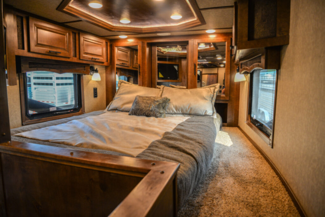 Bed in Gooseneck in BH8X13SR | Lakota Trailers