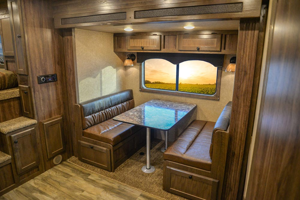 Dinette in C8X18BB Charger Edition Horse Trailer   Lakota Trailers