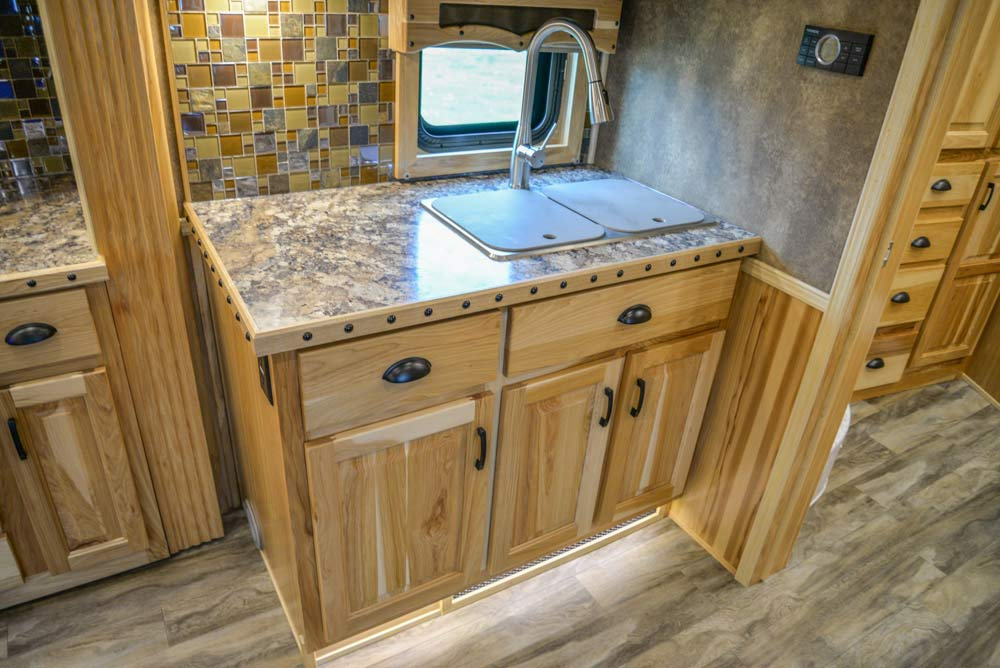 Kitchen Sink in BH8X192S | Lakota Trailers