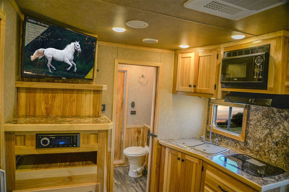 Living Quarters in LE8X11SR Charger Edition Horse Trailer   Lakota Trailers