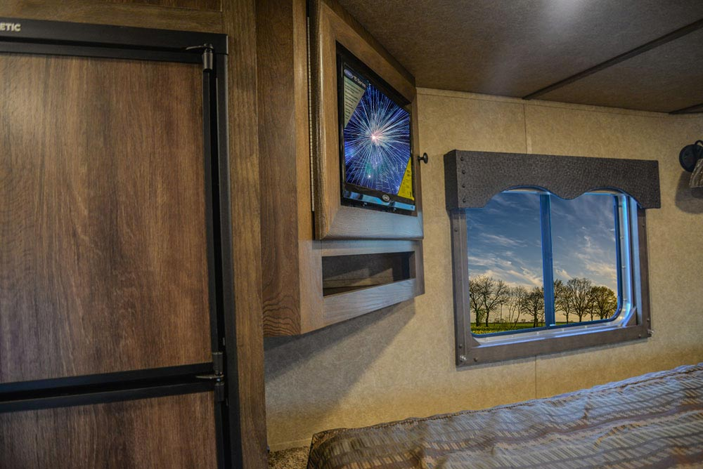 TV in Gooseneck in C8X18BB Charger Edition Horse Trailer   Lakota Trailers