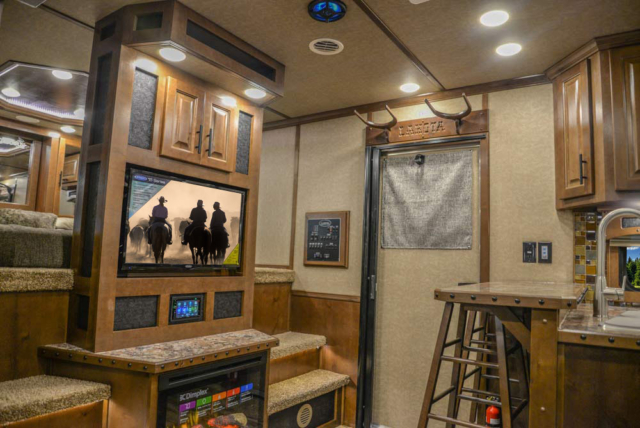 Living Quarters in BH8X18CE Bighorn Edition Horse Trailer | Lakota Trailers