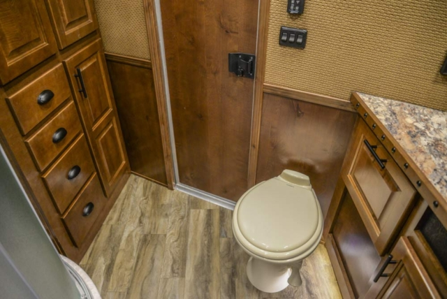 Bathroom in BH8X18CE | Lakota Trailers
