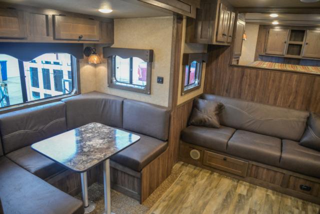Living Quarters in C8X13SR | Lakota Trailers