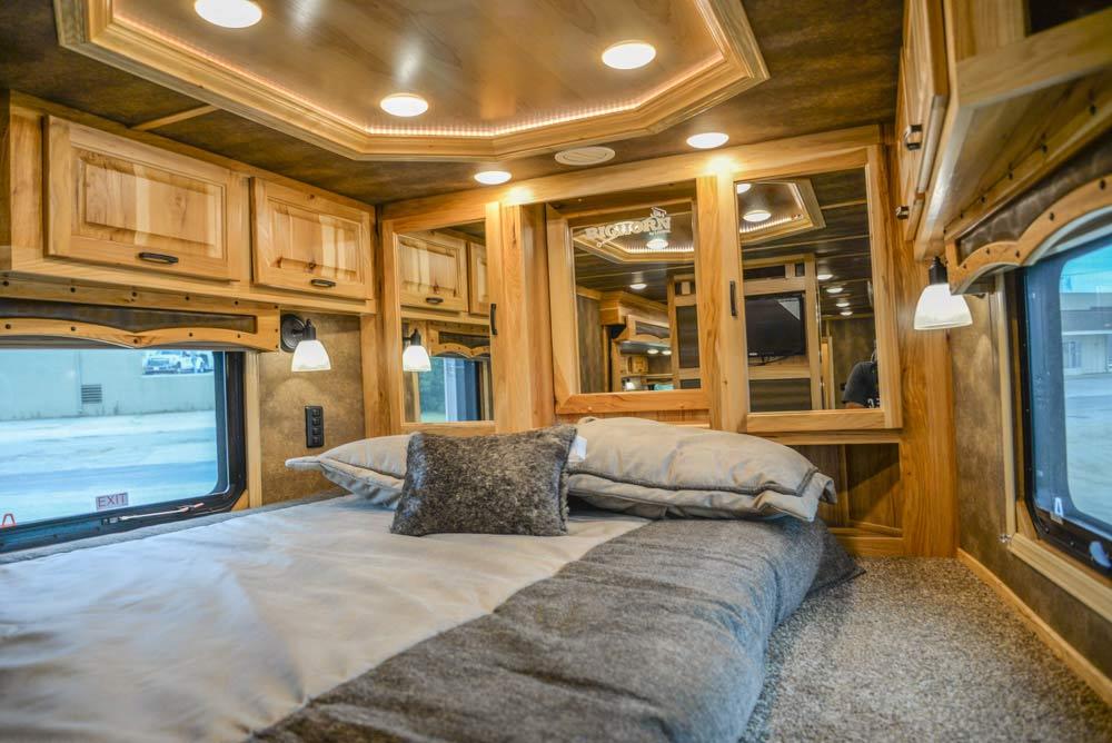 Bed in Gooseneck in BH8X192S | Lakota Trailers