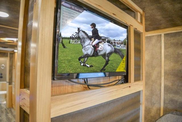 TV in Gooseneck in BH8X192S Bighorn Edition Horse Trailer   Lakota Trailers