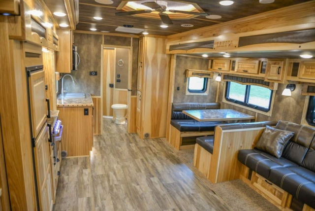 Living Quarters in BH8X192S | Lakota Trailers