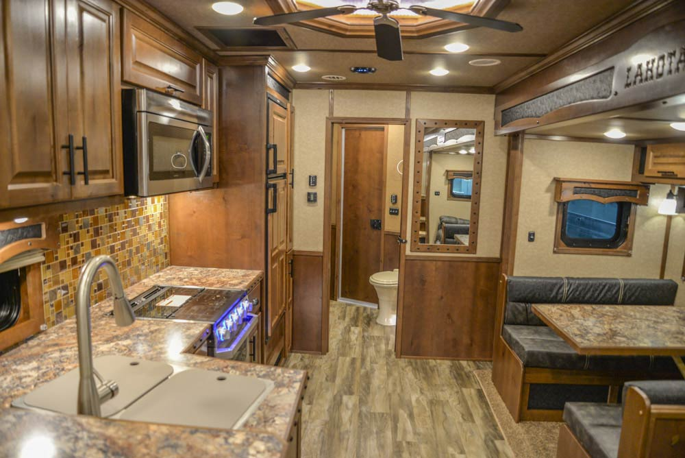 Living Quarters in BH8X18CE | Lakota Trailers