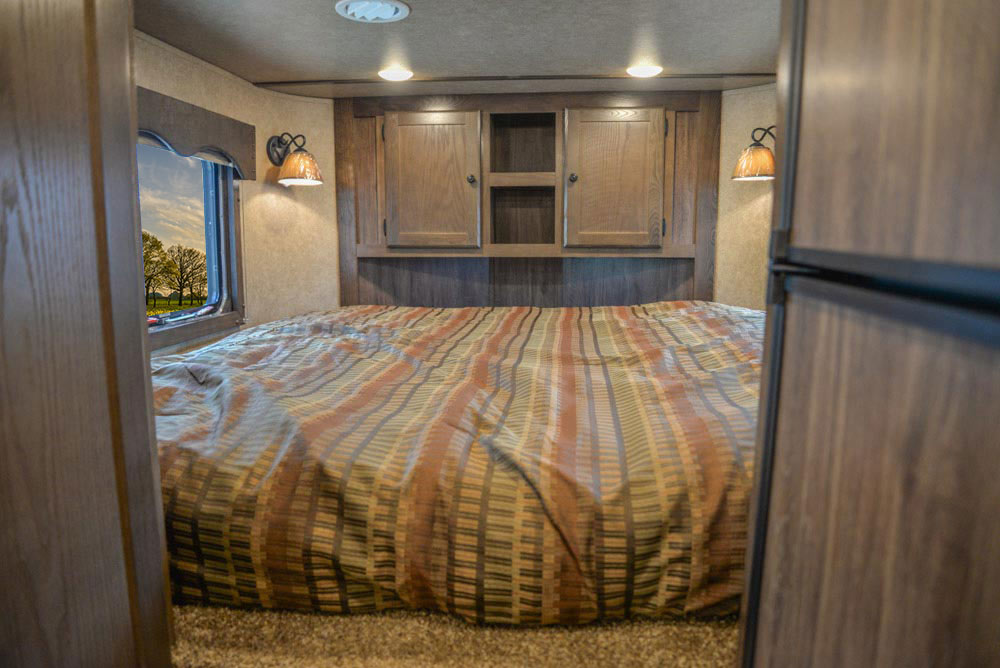 Bed in Gooseneck in CX11 Charger Edition Horse Trailer   Lakota Trailers