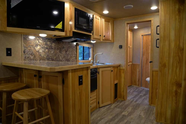 Living Quarters in Charger C8X15SRB | Lakota Trailers