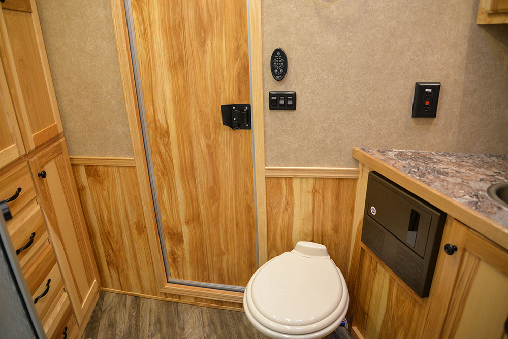 Bathroom in a C8X11SR Charger Edition Horse Trailer | Lakota Trailers